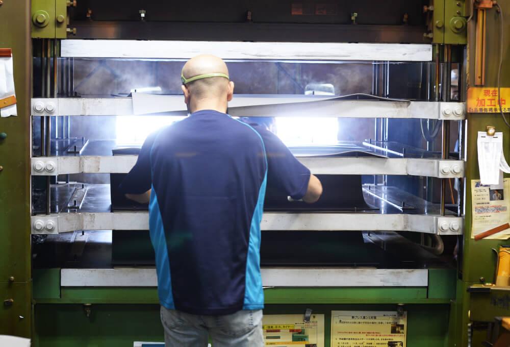 熱プレス工程